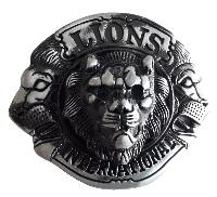 BOUCLE DE CEINTURE METAL RONDE TETES DE LIONS INTERNATIONAL EN RELIEF