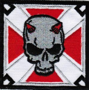 ECUSSON OU PATCH CRANE DIABLE SUR CROIX ROUGE ET BLANC BRODE THERMO COLLANT
