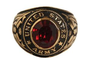 BAGUE / CHEVALIERE UNITED STATES ARMY ACIER INOXYDABLE COULEUR OR AVEC PIERRE ROUGE STYLE RUBIS