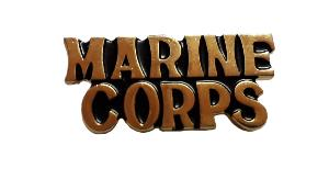BADGE / PIN'S / EPINGLE / INSIGNE MARINE CORPS METAL COULEUR OR
