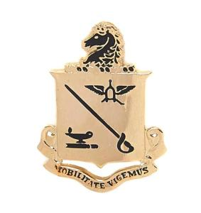 "BADGE / PIN'S / EPINGLE / INSIGNE ECOLE US ARMY CAVALRY "" MOBILITATE VIGEMUS"" EN METAL DORE"