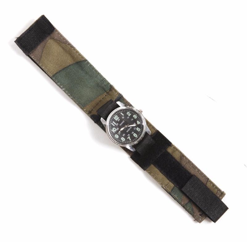 bracelet de montre commando a scratch en tissu souple leger camo cmaouflage woodland 259112 airsoft. Black Bedroom Furniture Sets. Home Design Ideas