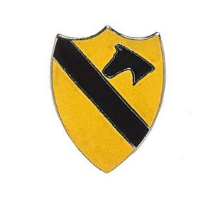 BADGE / PIN'S / EPINGLE / INSIGNE US ARMY 1ST CAVALRY DIVISION EN METAL