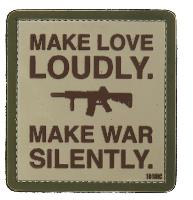 ECUSSON PATCH PVC 3D VELCRO MAKE LOVE LOUDLY MAKE WAR SILENTLY 101 INC GRIS ET VERT