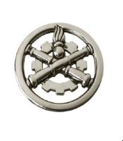INSIGNE DE BERET MATERIEL EN METAL ARGENTE AVEC ATTACHE EPINGLE DORE