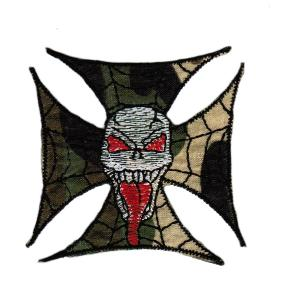 ECUSSON OU PATCH TOILE ARAIGNEE CAMO AVEC UN CRANE BLANC BRODE THERMO COLLANT